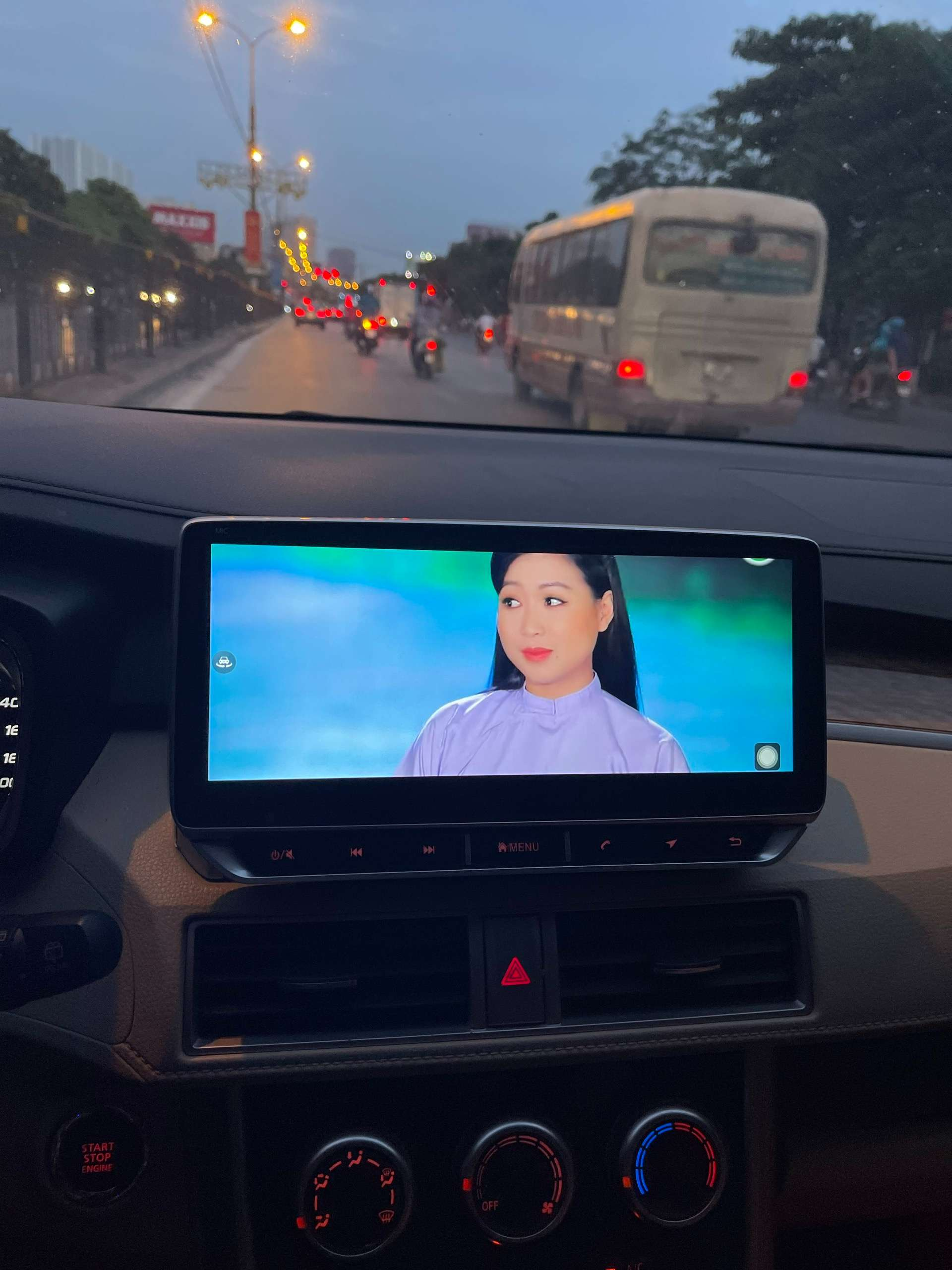 Màn hình DVD android 4G xem youtube online